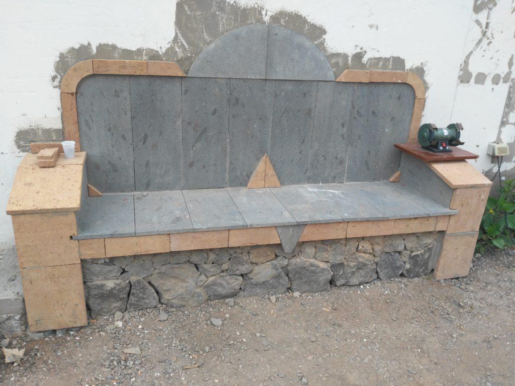 realización de banco en piedra natural