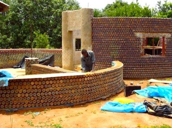 Casas botellas plástico recicladas Nigeria