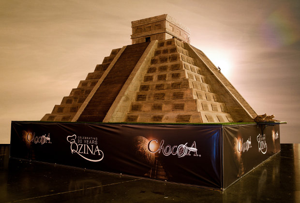 Reproducen pirámide Chichén Itzá 8 toneladas chocolate