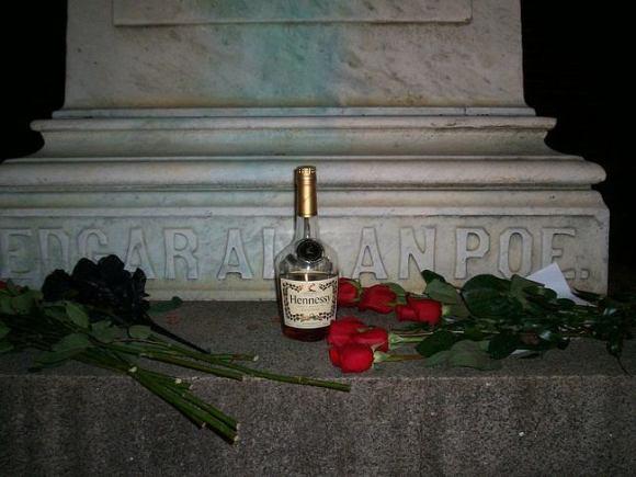 Rosas coñac tumba Poe