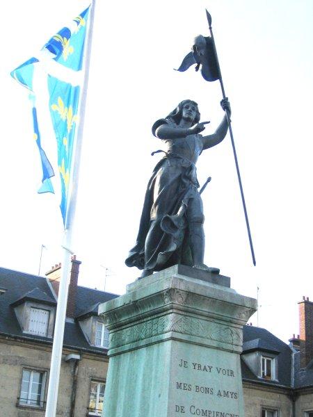 Juana de Arco revive en Compiègne
