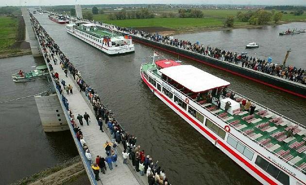 Magdeburg Water Bridge, el acueducto navegable más largo del mundo
