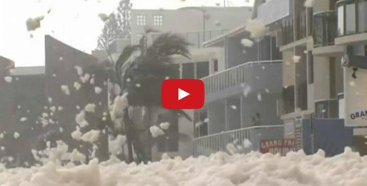 Un manto de espuma marina cubre una ciudad australiana