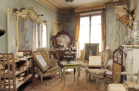 Los tesoros de un piso de París congelado en el tiempo