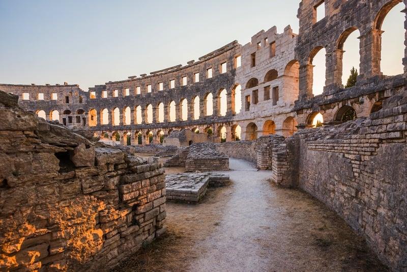 Interior del Coliseo de Pula / foto Shutterstock