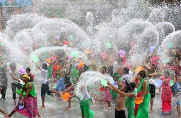 Songkran Tailandia empieza año batalla callejera agua