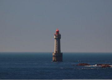 Los riesgos de entrar y salir de un faro en el mar 2