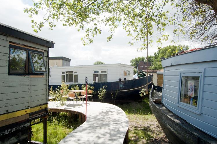 De Ceuvel, un muelle de Ámsterdam convertido en oasis urbano