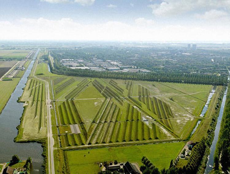Un parque con crestas aísla de los ruidos de los aviones en Ámsterdam