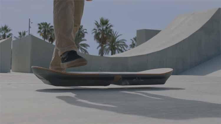 Lexus muestra un prototipo de hoverboard como el de Regreso al Futuro II