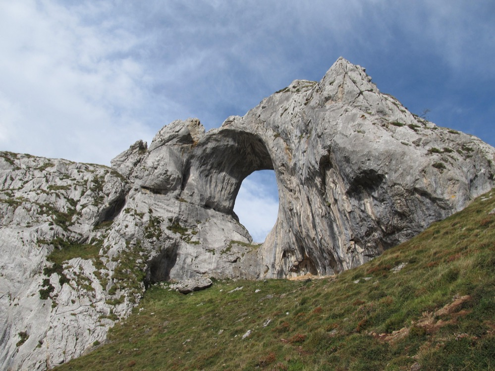 El Ojo de Buey de Peña Mea en Asturias