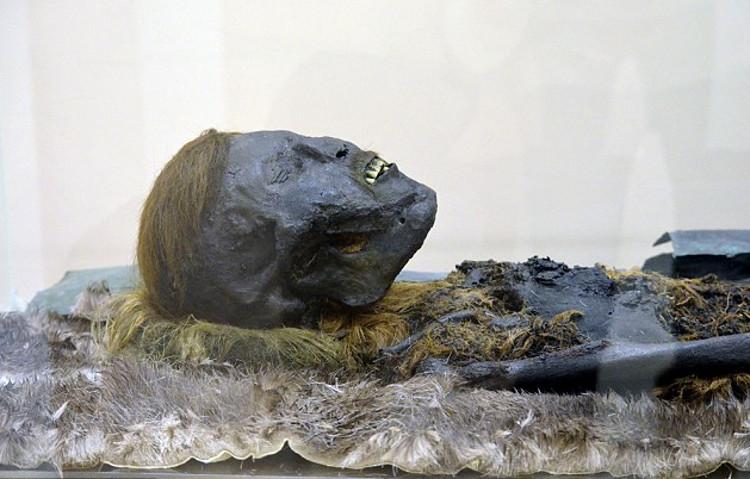 Hallan otra momia en la necrópolis siberiana de Salehard