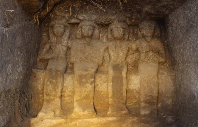 Encuentran seis nuevas estatuas funerarias en Egipto