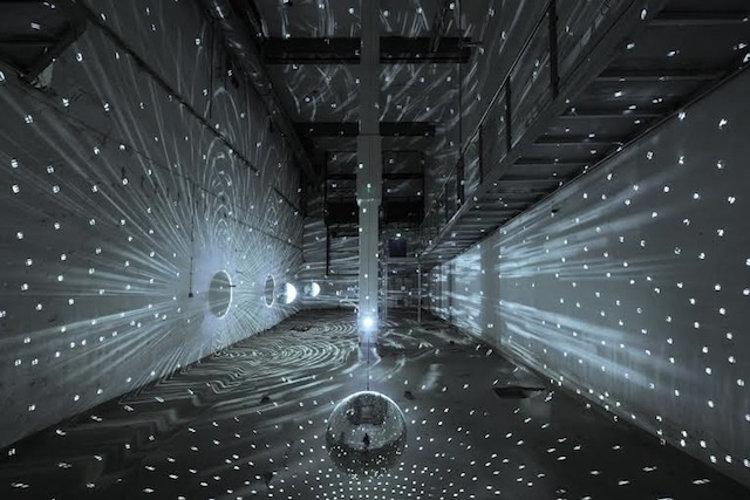 Una antigua fábrica de cerveza reconvertida en el primer museo de arte luminoso del mundo
