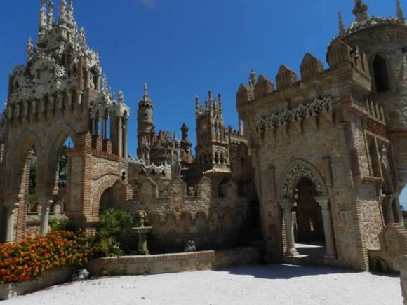 Insolito Castillo Monumento Colomares