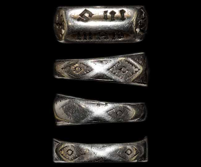 Un anillo que pudo pertenecer a Juana de Arco vendido en una subasta en Londres