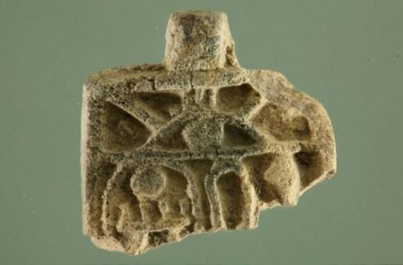 Niña encuentra Jerusalén colgante egipcio tiempos Tutmosis III
