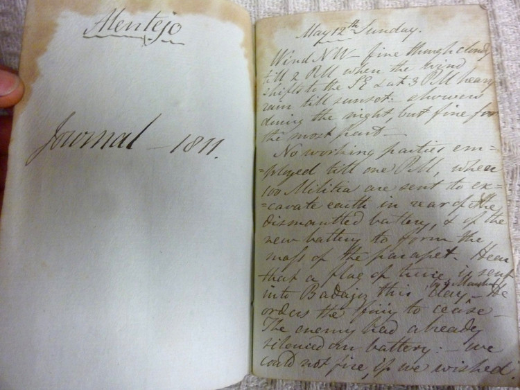 Encuentran libreria viejo diario soldado guerras napoleonicas 2