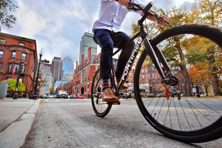 Invincible, la bicicleta a prueba de robos y resistente a la intemperie presentada por el MIT