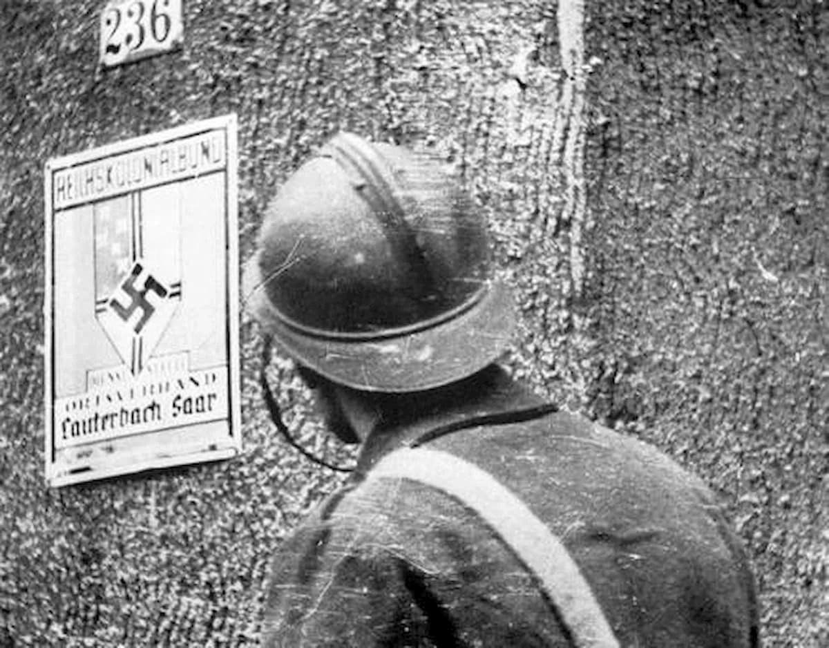 Soldado francés en la aldea alemana de Lauterbach