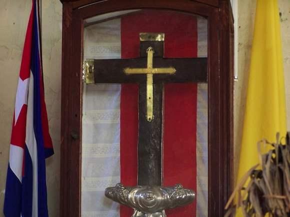 Cruz de la Parra en la iglesia parroquial de Baracoa
