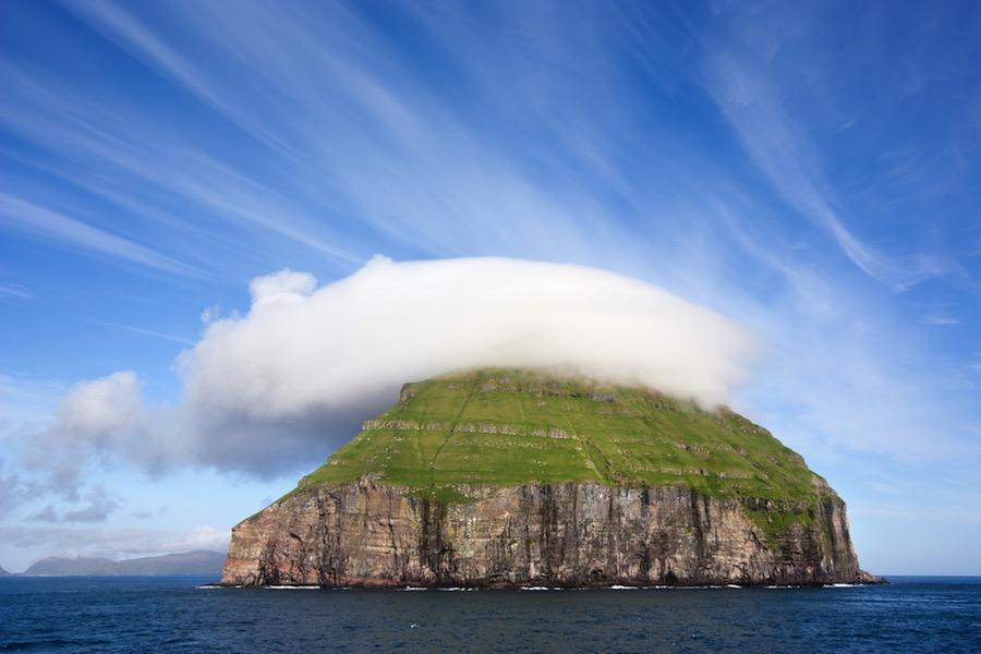 Lítla Dímun, la isla danesa deshabitada a la que solo se puede acceder trepando por cuerdas