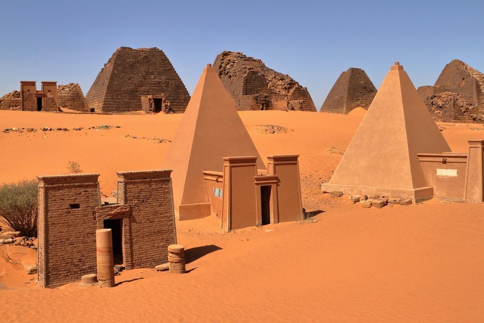 Giuseppe Ferlini, el hombre que demolió 40 pirámides en busca de oro