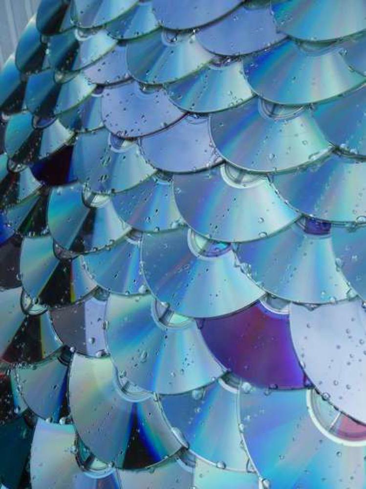 Reciclaje de CD y DVD para hacer tejados