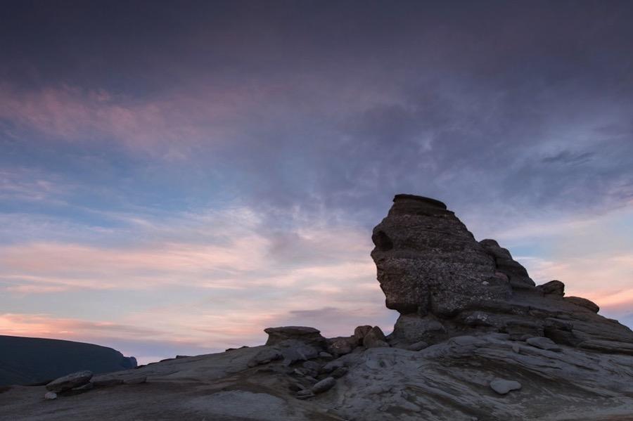 La Esfinge de Bucegi, una formación natural que algunos comparan con la de Guiza