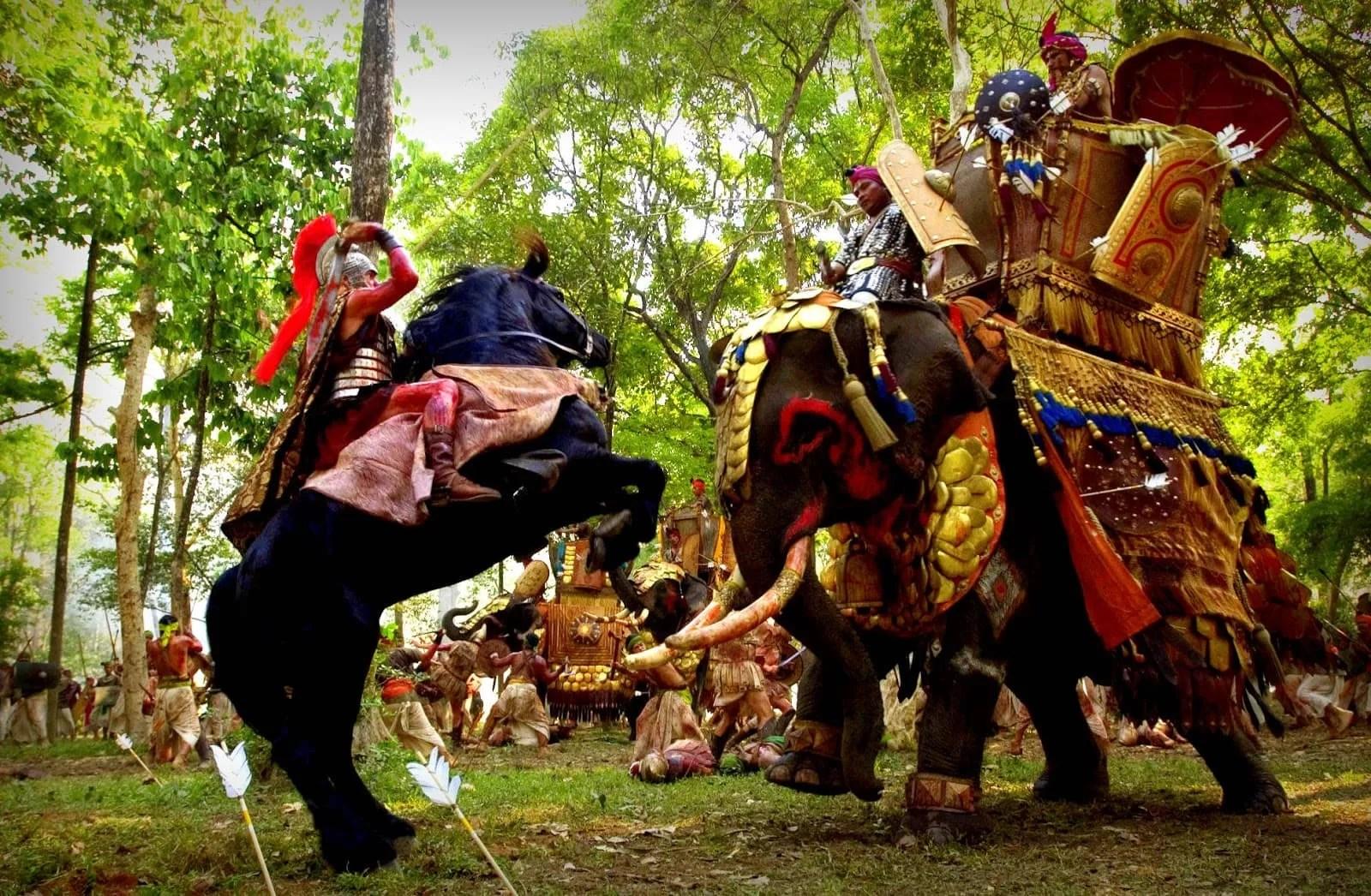 Alejandro a lomos de Bucéfalo en la Batalla de Hidaspes, según la película de Oliver Stone