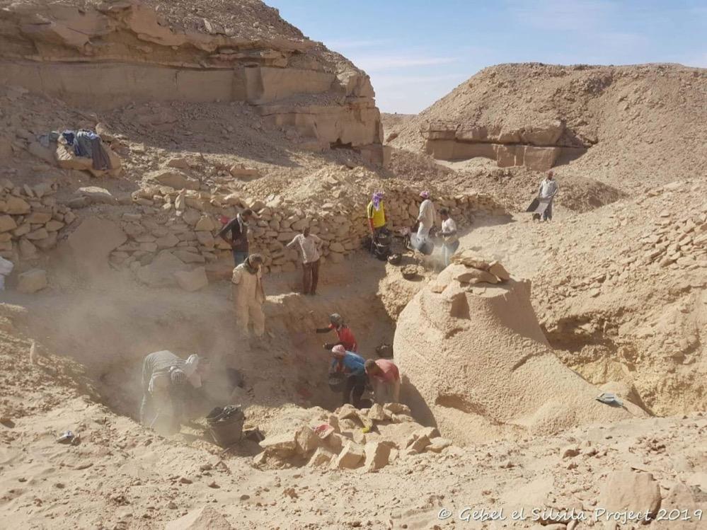 Encuentran una esfinge con cabeza de carnero y un taller de hace 3.000 años en Egipto