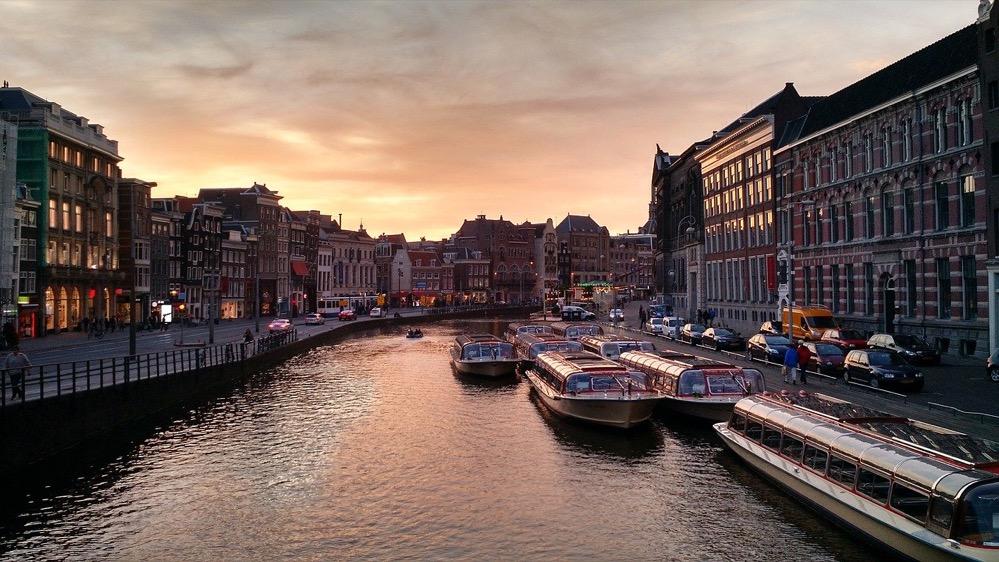 Amsterdam: heroica, resuelta y misericordiosa
