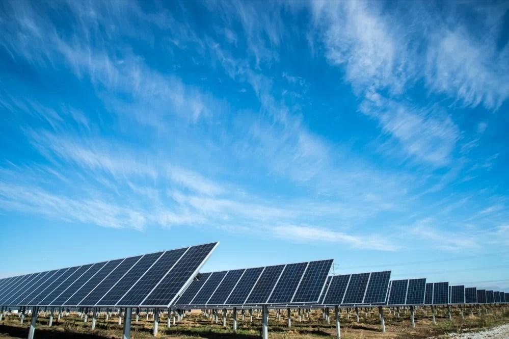 ¿Qué es la energía solar fotovoltaica y cuáles son sus aplicaciones más comunes?