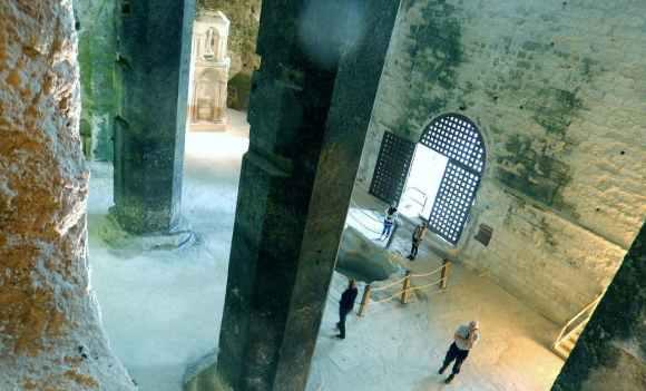 La impresionante iglesia subterránea de Aubeterre-sur-Dronne, cuyo origen pudo ser un templo a Mitra 5