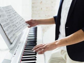 Persona-che-suona-il-piano-copertina