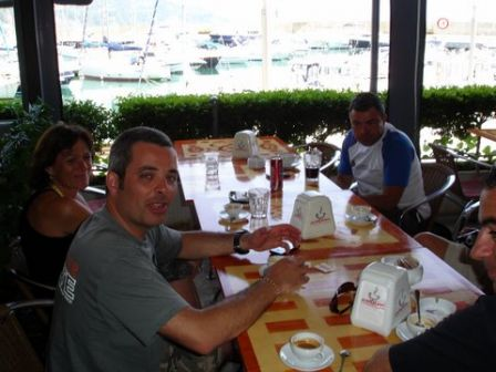 Le gone se remet de sesdéceptions sur cette plongée sur le Haven à Arenzano en Italie à table forcément !