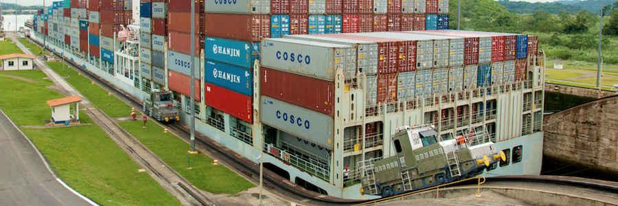 Panamax por el Canal de Panamá