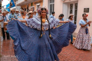 Desfile de indumentarias típicas – Pollera montuna