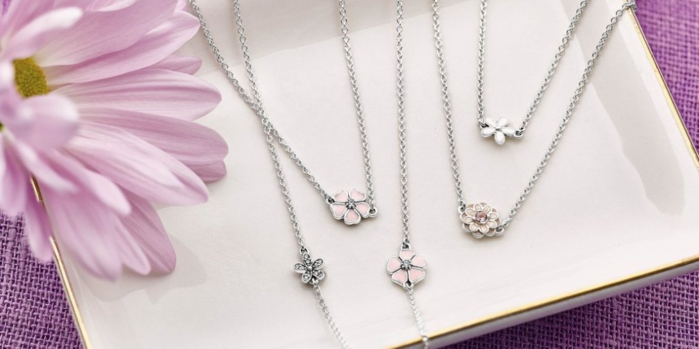 PANDORA Poetic Blooms Necklace