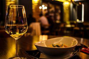 vino-blanco-tapa_1