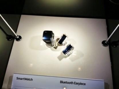 Smartwatch y auriculares Bluetooth de Samsung