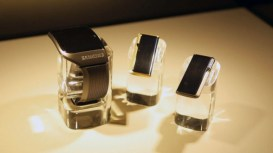 samsung-smartwatch-oreillette-bluetooth-avengers-age-of-ultron