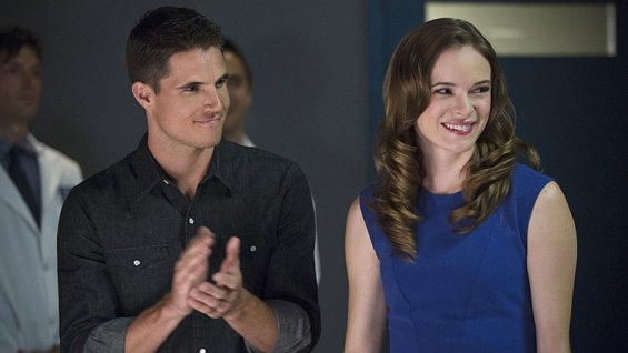 the-flash-robbie-amell-danielle-panabaker