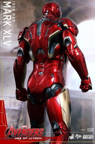 Hot Toys Iron Man Mark XLV