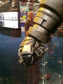 batman-v-superman-armor-comic-con-2015-image-450x600