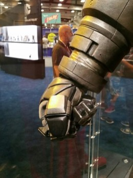 batman-v-superman-armor-comic-con-2015-image-450x600