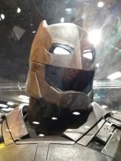 batman-v-superman-armor-helmet-image-comic-con-450x600