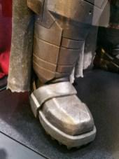 batman-v-superman-armor-image-comic-con-closeup-450x600