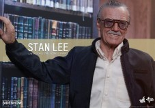 Stan Lee Hot Toys 2