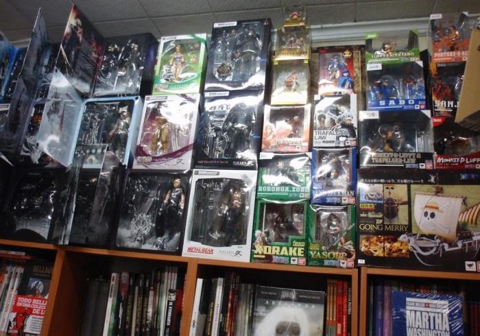 Libreria Legend figuras
